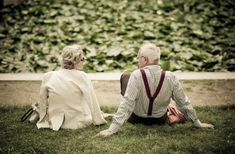 I really do love seeing old couples in love. :) I want to be just like them when I grow up and fall in love. I want to live a long, romantic life with that future boy :) Vieux Couples, Old Couples, Couples In Love, Elderly Couples, Adorable Couples, Happy Couples, Married Couples, Old Couple In Love, Couple Stuff