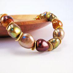 Earth-tone pearl bracelet.