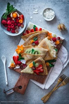 My favorite basic recipe for fine crepes My Favorite Food, Favorite Recipes, Fast Healthy Meals, Healthy Food, Gateaux Cake, Food Photography Tips, Food Blogs, Food Tips, Aesthetic Food