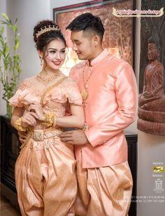 สวยงาม Laos Wedding, Khmer Wedding, Traditional Wedding, Traditional Dresses, Cambodian Wedding Dress, Laos Culture, Thai Dress, Wedding Costumes, Kimono Dress