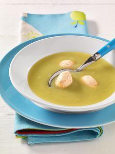 Kartoffel-Lauchsuppe mit Lachsklößchen | Fisch und Kartoffeln sind eine gute Eiweißkombination.