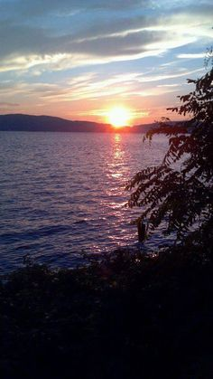 Pic of the Day...Sunset on the Hudson in #Tarrytown by June Chutka  #hudsonvalley #hudsonriver #bedandbreakfast #bnb #nearnyc