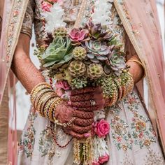 Looking for some offbeat wedding bouquets for your big day. Find gorgeous bridal bouquet inspirations and ideas on ShaadiWish. Christian Wedding Gowns, White Wedding Gowns, Wedding Looks, Bridal Looks, Bouquet Images, Bridal Bangles, Succulent Bouquet, Unique Flowers, Bridal Outfits
