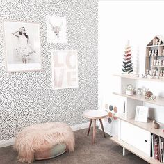 designdevotee has decorated this kids bedroom to perfection, Our 'Love Afire' Wall Art matches so beautifully with the blush pink throw L Wallpaper, Kids Bedroom Wallpaper, Wallpaper Ideas, Cozy Small Bedrooms, Kids Room Design, Room Kids, Kids Room Wall Art, Big Girl Rooms, New Room
