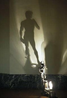 Elaborando magia con luces y sombras a través de la escultura