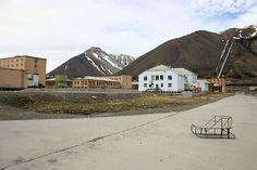 Pyramiden, Norvège. http://www.lonelyplanet.fr/article/urbex-10-lieux-fantomes-en-europe #Pyramiden #Norvège #Europe #voyage #urbex #voyage #lieux #abandonnés #fantômes