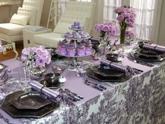 Nobody does a tablescape like Sandra Lee.  Love the lavendar and violet!