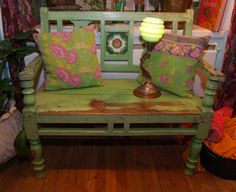 Oh! I adore this bench..and i thnk its from a pallet=-)