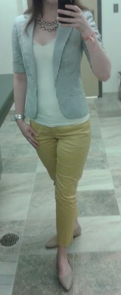I like the top part of this, but not the pants color.