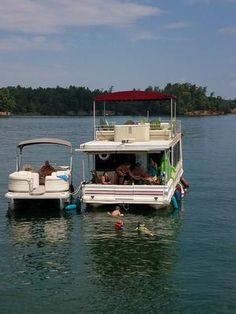 Who, and what can it cost to inspect this houseboat? I live in western North Carolina and have a 34' fiberglass pontoon houseboat built in 1996.   According to all insurance agents I have talked to, I will