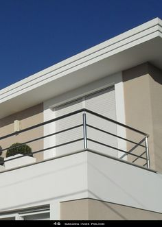 Exterior de casas pintura colores para Ideas for 2019 Balcony Grill Design, Balcony Railing Design, Fence Design, Garde Corps Aluminium, Steel Stair Railing, Terrace Decor, House Paint Color Combination, Rooftop Patio, Exterior Paint Colors For House