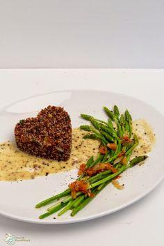 Amor&Kartoffelsack: Wilder Spargel auf einem Bett von rotem Quinoa