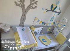 Décoration chambre bébé chouette hibou arbre oiseau nichoir bleu ciel jaune bleu pétrole canard gris