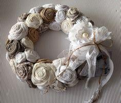 Wreath Crafts, Craft Stick Crafts, Diy Wreath, Flower Crafts, Burlap Wreath, Diy Crafts, Shabby Flowers, Felt Flowers, Fabric Flowers