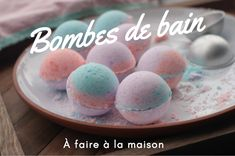 With a few natural ingredients, it's easy to make bath bombs that work as well as those of Lush, but are much cheaper! Christmas Crafts For Adults, Christmas Gift For You, Foot Detox Soak, Diy For Kids, Crafts For Kids, Personalized Birthday Gifts, Pouch Tutorial, The Wedding Date, Beauty