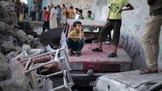 """Faisant fi des critiques, le Premier ministre israélien Benjamin Netanyahu a prévenu jeudi que l'armée """"finirait le travail"""" à Gaza. Le patron de l'UNRWA, le Suisse Pierre Krähenbühl, s'est de son côté dit indigné des violences: """"il y a des scènes que l'on voudrait ne jamais vo"""