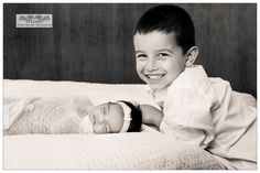 Big brother looking great for Little sister newborn announcement picture Newborn Pics, Newborn Pictures, Newborn Session, Baby Pictures, Princess Fashion, Princess Style, Baby Portraits, Studio Portraits, Newborn Announcement
