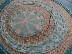 Wonderful modern hand quilting tutorial for Circles Stitch A Long. Beautiful combination of linen and modern fabrics. // contented.typepad.co.uk
