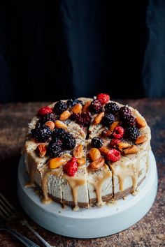 Fierce Salted Caramel Cheesecake This Rawsome Vegan Life Raw Vegan Cake, Raw Vegan Desserts, Raw Cake, Vegan Treats, Raw Food Recipes, Dessert Recipes, Vegan Raw, Health Desserts, Healthy Recipes