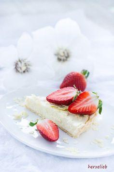 Mascarpone-Tarte mit weißer Schokolade und Erdbeeren