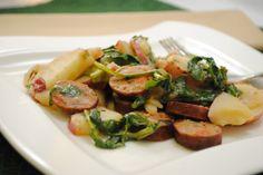 chicken and sausage salad Sausage Potatoes, Chicken Sausage, Fun Food, Good Food, Yummy Food, Hot Dogs, Potato Salad, Warm, Drinks