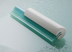 When used after showering, Clerét is a superior glass cleaning tool that prevents soap build-up and water spots.