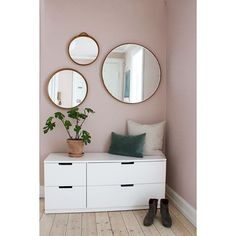 Round mirrors and the perfect pink ? Our hallway is still missing the final touches. Like this bench th Round mirrors and the perfect pink ? Our hallway is still missing the final touches. Like this bench that we have been debating whether… - - Hall Mirrors, Round Mirrors, Hallway Mirror, Mirror For Bedroom, Ikea Hallway, Hallway Wallpaper, Wallpaper Ideas, Living Room Decor, Decor Room