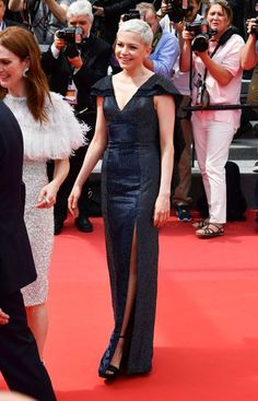 Cannes Film Festival 2017 | Michelle Williams in a navy Louis Vuitton dress.