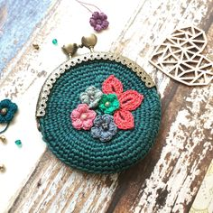 Crochet purse with flowers Crochet Wallet, Crochet Coin Purse, Crochet Purses, Crochet Baby, Knit Crochet, Easy Crochet Projects, Crafts To Make And Sell, Crochet Accessories, Handmade Bags