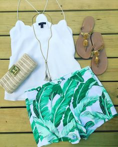 Palm shorts, pineapple Lilly Pulitzer sandals, scallops Jcrew top, tassels necklace, jcrewfactory clutch