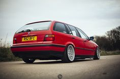 Hellrot non-M BMW e36 touring on OEM BMW Styling 32 wheels