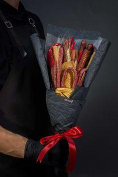 Мужские букеты фото из еды: 8 тыс изображений найдено в Яндекс.Картинках Man Bouquet, Food Bouquet, Graze Box, Edible Bouquets, Antipasto Platter, Food Decoration, Charcuterie Board, Flower Boxes, Food Art