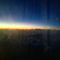 Chi mi conosce sa che amo albe e tramonti e vederne uno dall'aereo a 11000 metri di altezza sopra i Caraibi è stato un bellissimo regalo di arrivederci  #sunset #caraibi #viewfromtheplain #nanny #truecolours #amazing