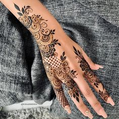 Here are stylish and latest Simple Back Hand Mehndi Designs, Choose the best. Latest Arabic Mehndi Designs, Back Hand Mehndi Designs, Stylish Mehndi Designs, Mehndi Designs For Girls, Unique Mehndi Designs, Beautiful Mehndi Design, Pretty Henna Designs, Henna Designs Easy, Henna Tattoo Designs