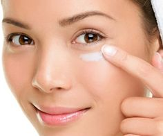 Sagging Skin Remedies Massage - 10 Natural ways to get rid of dark circles - Stop worrying over dark circles on your face. It's a simple problem that can be gotten rid of easily. Here are 10 ways to get rid of dark circles under eyes Eye Cream For Dark Circles, Dark Circles Under Eyes, Best Anti Aging Serum, Anti Aging Cream, Dark Circle Remedies, Diy Masque, Eye Wrinkle, Wrinkle Creams, Puffy Eyes