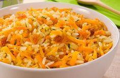 Ingredientes   Para o arroz:  1 e 1/2 xícara de arroz  branco cru 4 xícaras de água fervente 1 colher (chá) de sal  Para as cenouras e pass...