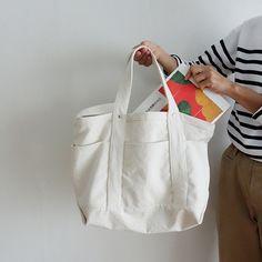 たっぷりマチのショルダートートバッグの作り方 - Fr Tutorial and Ideas Japan Bag, Fabric Bags, Love Sewing, Casual Bags, Handmade Bags, Bag Making, Sewing Crafts, Purses And Bags, Ideias Fashion