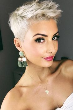 Beauty Ideas: Hair nice 50 popular pixie cut looks that you will love instantly # pixie haircut A th Short Hair Styles For Round Faces, Hairstyles For Round Faces, Short Hairstyles For Women, Trendy Hairstyles, Short Hair Cuts, Curly Hair Styles, Natural Hair Styles, Cut Hairstyles, Natural Curls