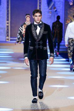 Dolce&Gabbana Fall Winter 2018/19 Men's Fashion Show. #DGKingsAngels #DGFW19 #mfw #DGMen #DolceGabbana #DGMillennials