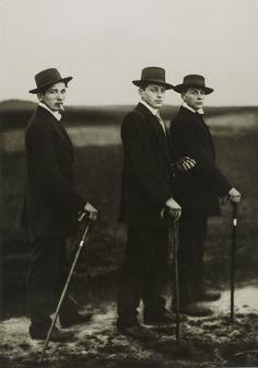 August Sander, Young Farmers, 1914, Gelatin Silver print, 18,10 x 25,80 cm