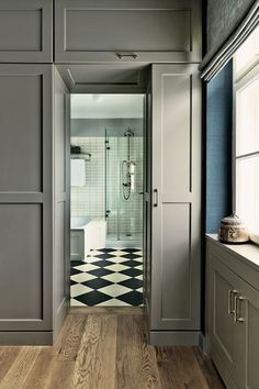 Built in cupboards in Charleston Gray No. 243 by Farrow and Ball. Bath panels also painted in Wimborne White Farrow Ball, Charleston Grey Farrow And Ball, Handmade Home Decor, Cheap Home Decor, Grey Kitchen Walls, Wall Exterior, Gothic Home Decor, Interior Walls, Interior Livingroom