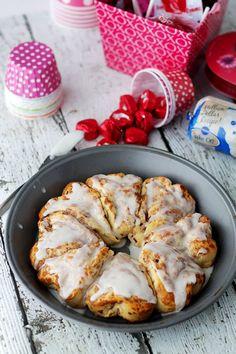Heart-Shaped Cinnamon Rolls | www.diethood.com