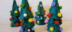 Weihnachtsbäume aus Eierkartons basteln | Quatsch-Matsch.de