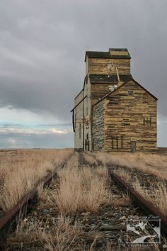 Grain Elevator on the Prairies Print, Alberta Photography, Rural Photography, Grain Elevator Photo, Abandoned Buildings, Old Buildings, Abandoned Places, Abandoned Vehicles, Abandoned Train, Landscape Photography, Nature Photography, White Photography, Photography Tips