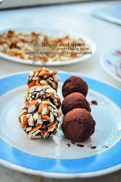 Easy Dark Chocolate Truffles   http://naomi-sugarspice.blogspot.ca/2012/10/easy-dark-chocolate-truffles-recipe.html