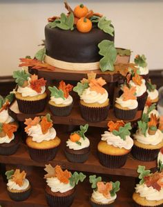 Ideas For Wedding Cakes Buttercream With Cupcakes - All You Need To Know About Baby Shower Pumpkin Wedding Cakes, Fall Wedding Cupcakes, Cupcake Tower Wedding, Cupcake Towers, Cupcakes Fall, Thanksgiving Cupcakes, Fall Desserts, Delicious Desserts, Mini Cakes