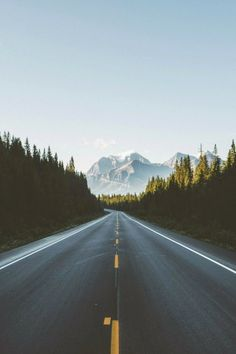 3 perfect road trips for summer travel & lifestyle туристиче Beautiful Roads, Beautiful World, Beautiful Places, Landscape Photography, Nature Photography, Travel Photography, Perfect Road Trip, The Great Outdoors, Travel Inspiration