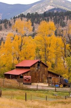 Barn In The Fall, would love to live here.