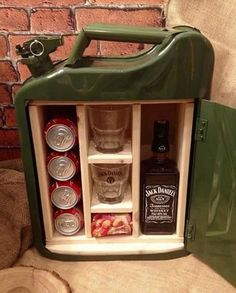 Love this mini bar made out of upcycled petrol canister Jerry Can Mini Bar, Wood Projects, Projects To Try, Corporate Gifts, Gift Baskets, Funny Gifts, Diy Gifts, Repurposed, Diy And Crafts