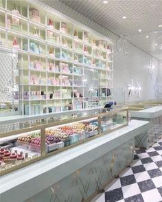 서퍼와 천사들의 도시 #LA 에 파리 감성을 느낄 수 있는 숍이 오픈했다는 데요?바로 #WestCoast 에 위치한 두 번째 마카롱 전문 #라뒤레 숍입니다플라워 모티브로 장식한 벽 마카롱 컬러의 가구들까지 여심을 자극하는 포토제닉한 공간! ( @ladureeus @indiamahdavi Juyeon Woo @juyeon_woo_) _ #Ladurée has opened its second #macaron store in LA decorated with flower printed walls and furniture in macaron colors. #Laduree #LadureeUS #ParisinLA #洛杉矶 #马卡龙  via VOGUE KOREA MAGAZINE OFFICIAL INSTAGRAM - Fashion Campaigns  Haute Couture  Advertising  Editorial Photography  Magazine Cover Designs…